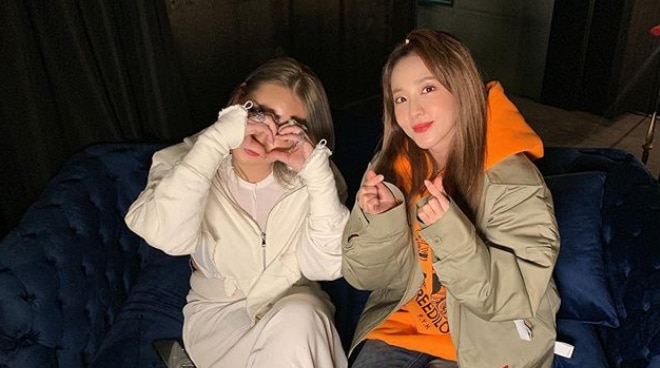 Sandara Park posts photos with fellow '2NE1' member CL