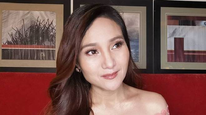Gladys Reyes reacts to rumor she got her legs insured
