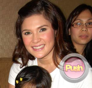 Vina Morales reassures fans that her sister Shaina Magdayao and John Lloyd Cruz are still together