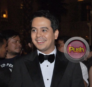 John Lloyd Cruz has no trouble playing a sexy role in 'Unofficially Yours'