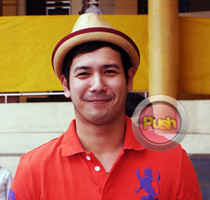 John Prats renews his contract with ABS-CBN