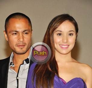 "Derek Ramsay and Cristine Reyes ""admit"" their relationship via social media"