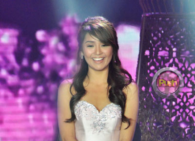 Kathryn Bernardo reacts to her dad's message of approval for Daniel Padilla