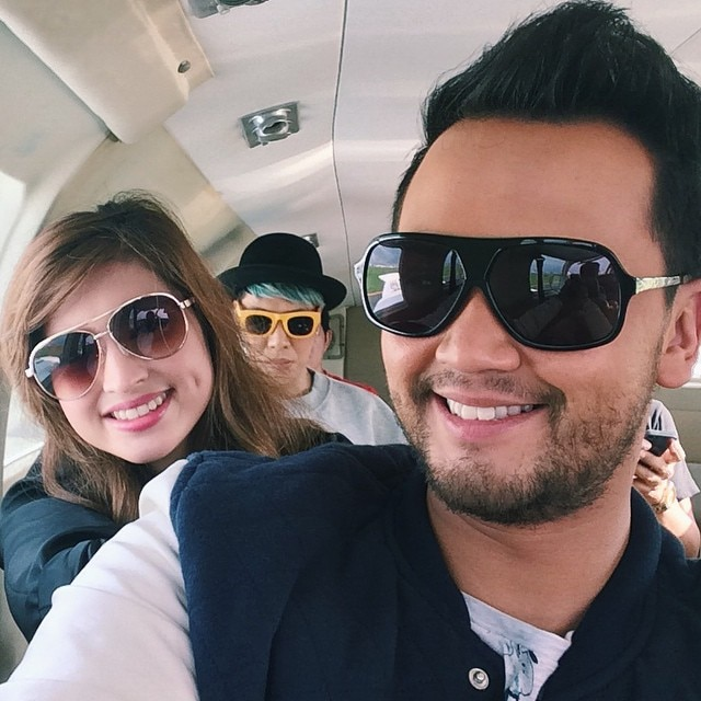 Billy and Coleen's Unkabogable Photobomber