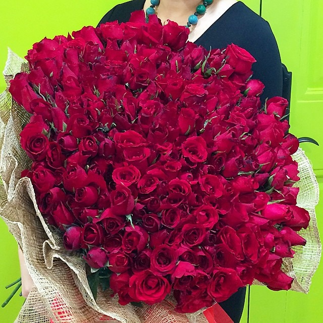 "Kris: ""The Biggest Bouquet of Red roses I've ever received"""