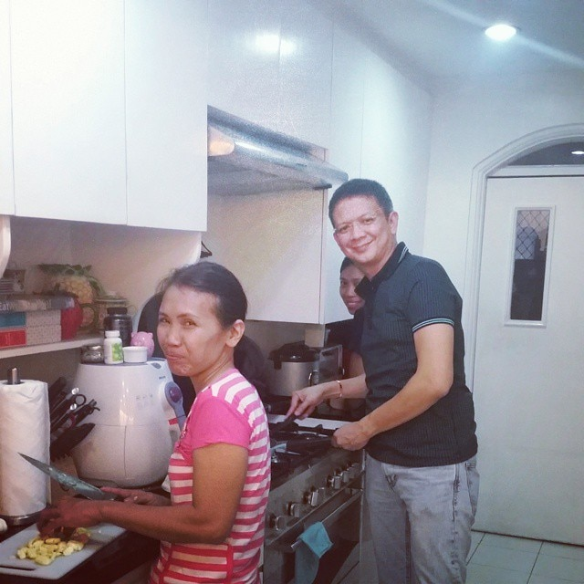 Sen. Chiz surprises Heart with his cooking