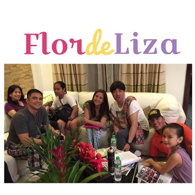 Jolina with the cast of Flordeliza