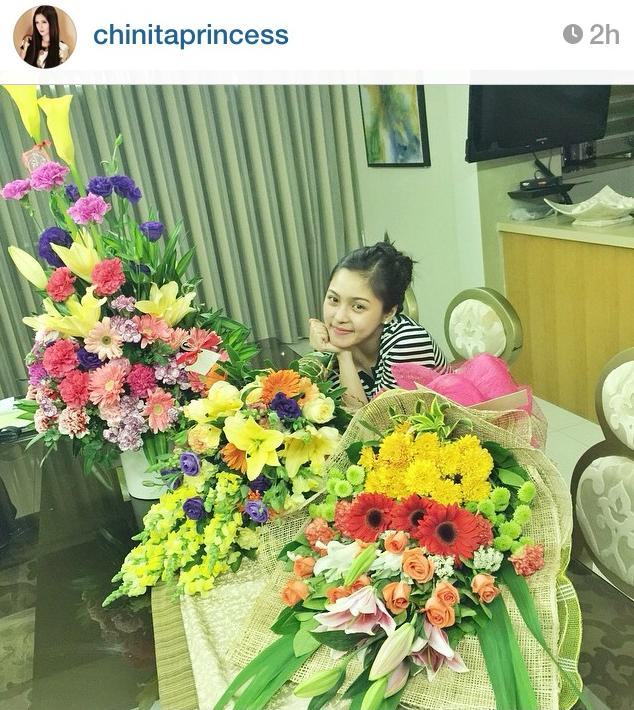 Kim receives flowers from Star Magic