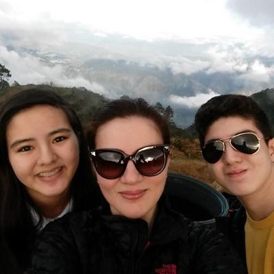 Carmina and kids visit La Presa!