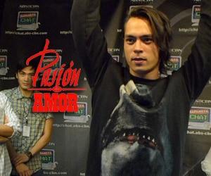 Watch Jake Cuenca do his signature pose on Kapamilya Chat