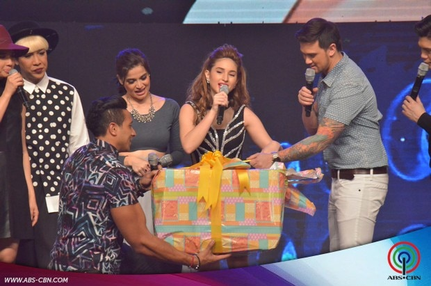 2-Coleen-Garcia-birthday-prod-on-Its-Showtime.jpg