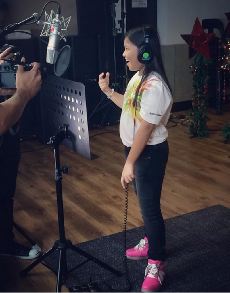 4-Bamboo-and-Elha-singing-for-Christmas-Station-ID.jpg
