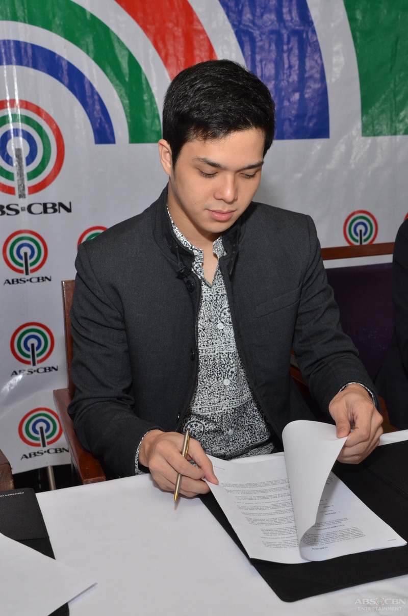 3-Elmo-Magalona-contract-signing.jpg