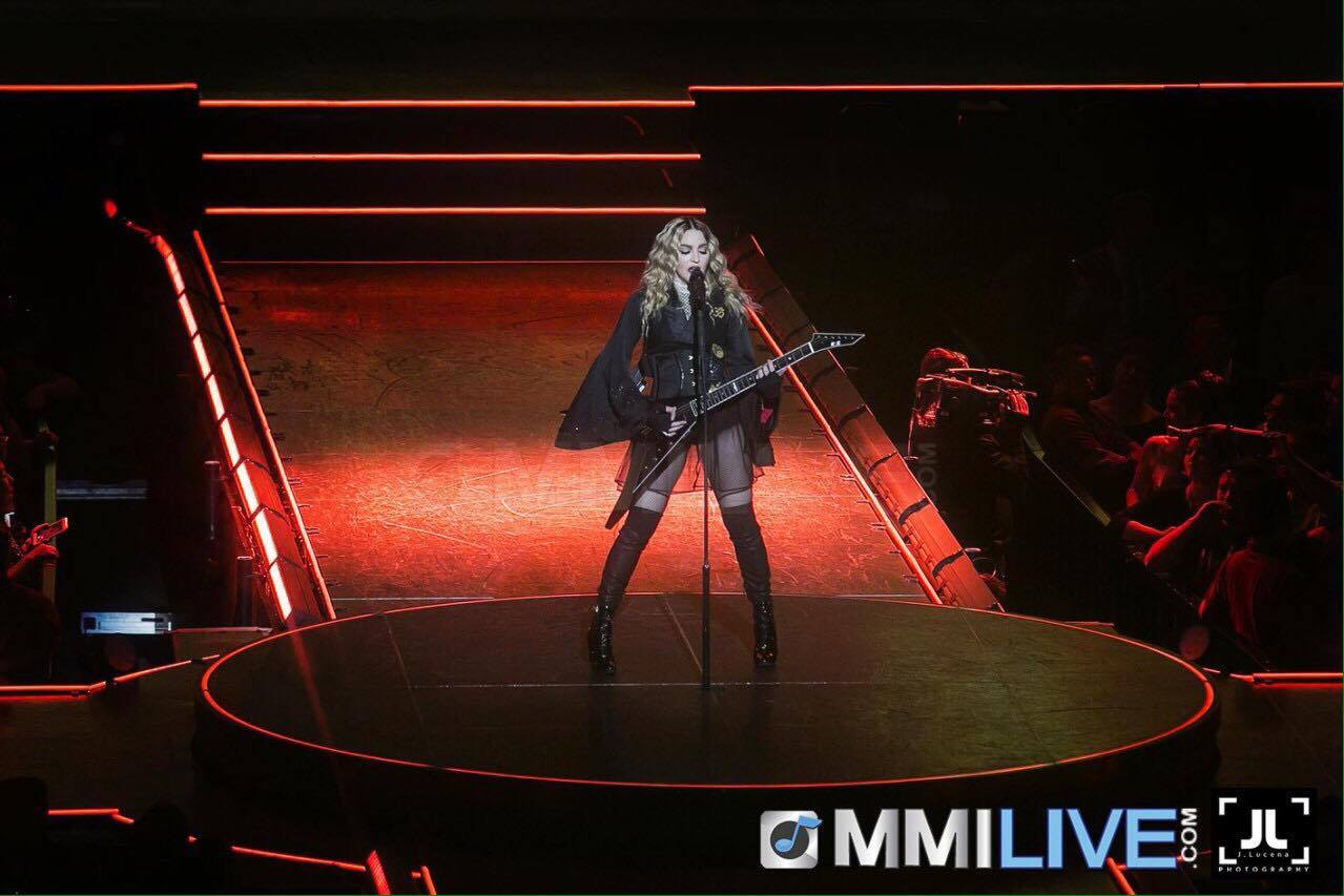 Madonna surprises audience in her first Philippine concert