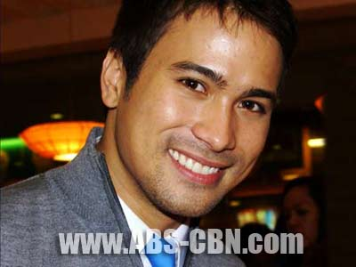 Sam Milby says he'll insist on giving Bea Alonzo the Blackberry phone