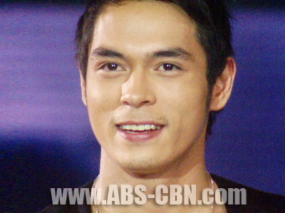 Jake Cuenca speaks up on rumors that Melissa Ricks ran away from home