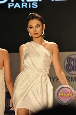 Ms Earth 2012 at the Philippine Fashion Week_00013-340