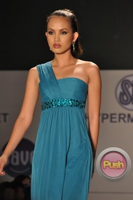 Ms Earth 2012 at the Philippine Fashion Week_00034-340