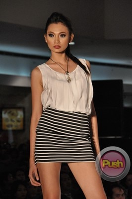Ms Earth 2012 at the Philippine Fashion Week_00074-340