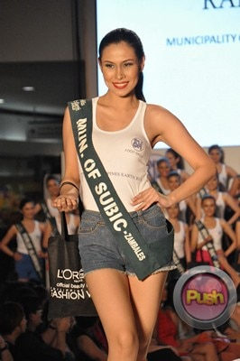 Ms Earth 2012 at the Philippine Fashion Week_00163-340