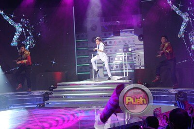 Sarah Geronimo's birthday bash in Sarah G Live_00011-374