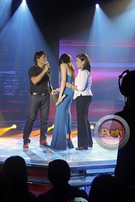 Sarah gets emotional in Sarah G Live_00009-384