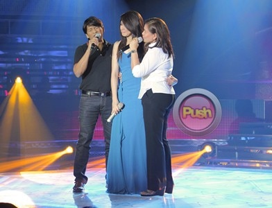 Sarah gets emotional in Sarah G Live_00012-384