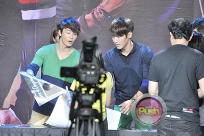 Siwon and Donghae Bench Meet and Greet_00013-407