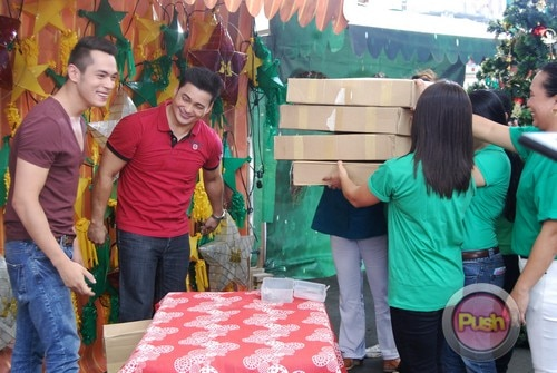 ABS-CBN Christmas Station ID 2012 (Part 2)_00073-472