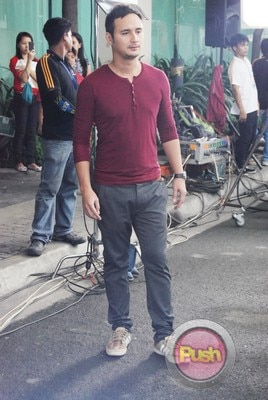 ABS-CBN Christmas Station ID 2012 (Part 2)_00101-472