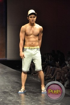 Mint Fashion Show at SMX Hall_00107-481
