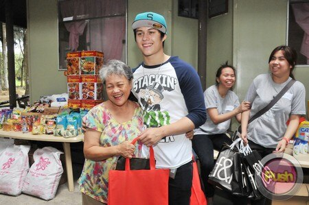 Enrique Gil's charity event_00075-574