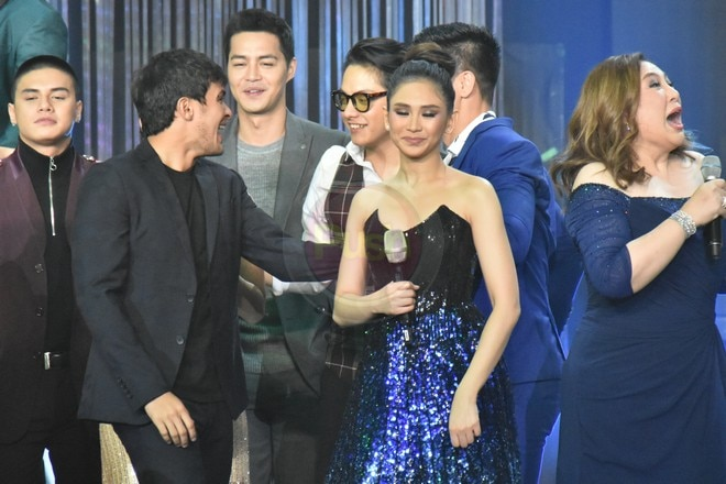 AshMatt couple happened to stand near each other on the stage of ABS-CBN Christmas Special 2017.