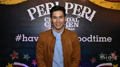 Enchong Dee at the anniversary celebration of charcoal chicken restaurant