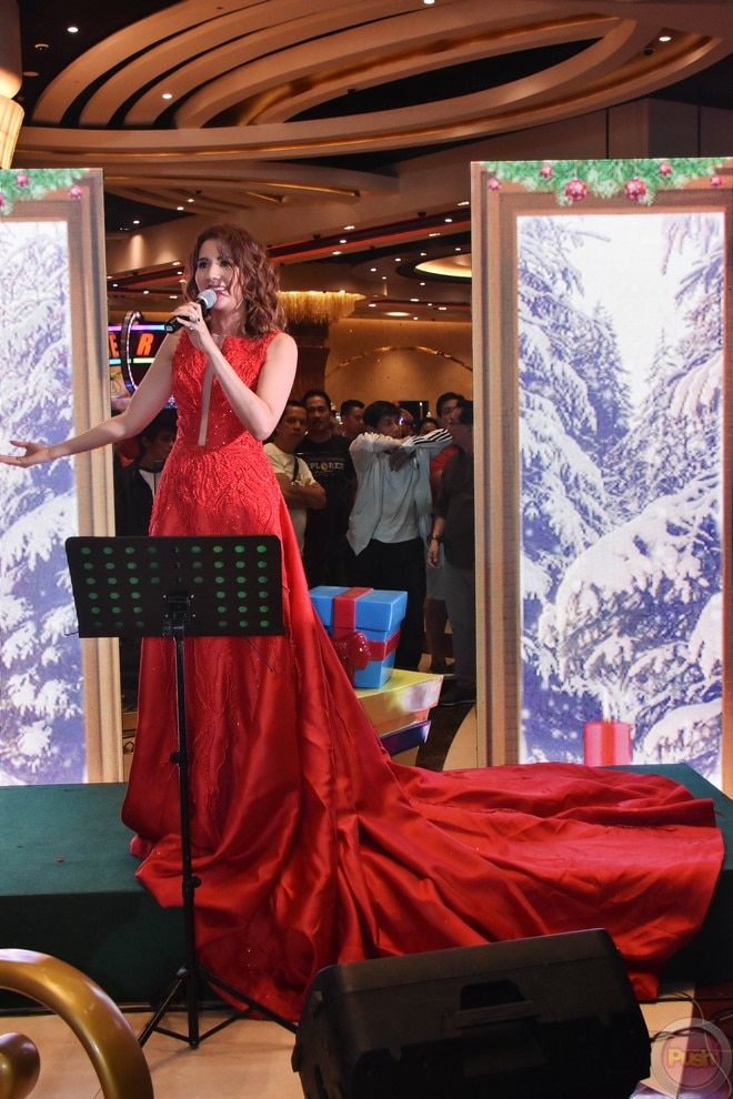 Karylle graced City of Dreams' Christmas tree lighting.