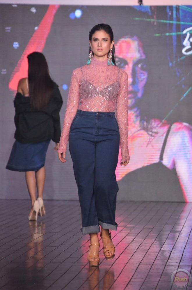 'Pusong Ligaw' stars Beauty Gonzalez and Bianca King walked the runway of Bench Fashion Show.