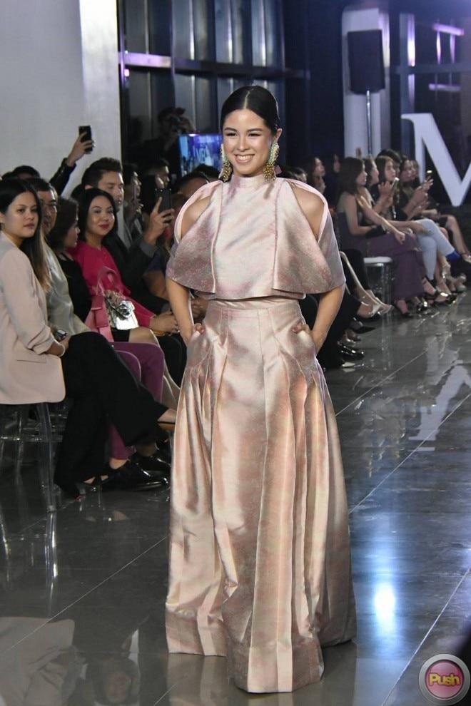 Kisses Delavin walked the runway of MEGA Fashion Week 2017, wearing the design of Francis Libiran.