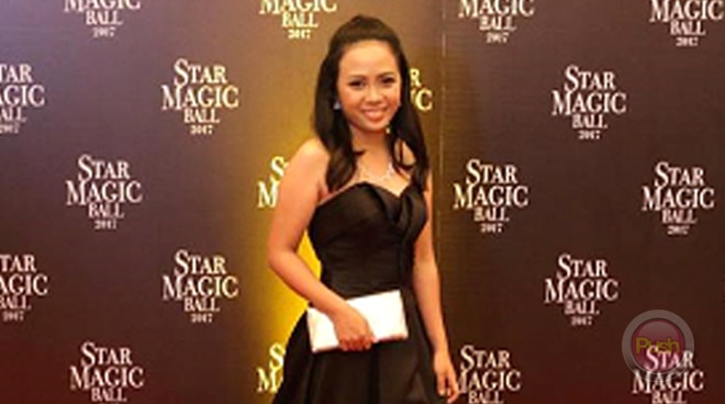 Lucky fan Crystyn Joy Laranjo is able to fulfill her wish list at the Star Magic Ball 2017