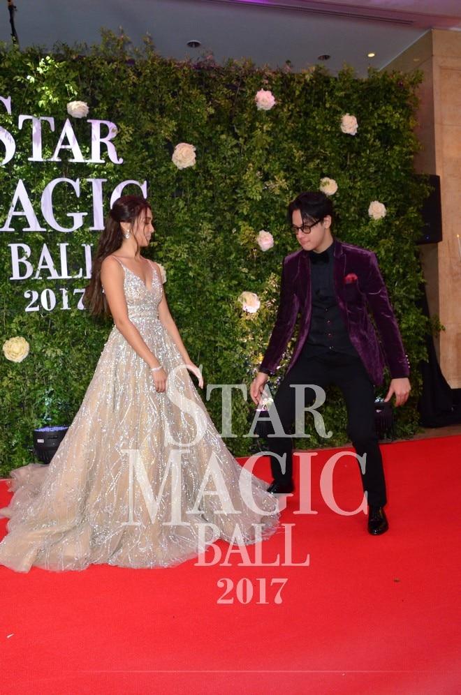 Stunning Kathryn Bernardo and Daniel Padilla walked down the red carpet of Star Magic Ball 2017.