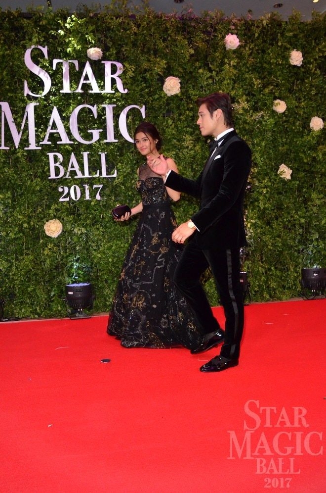 Liza and Enrique looked like dolls as they walked down the red carpet of Star Magic Ball 2017.