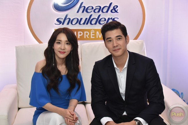 Korean popstar Sandara Park and Thai actor Mario Maurer visited the Philippines for an endorsement.