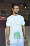In a fashion show, celebrity men showed how detergent soap Ariel can clean the dirt off their cloth
