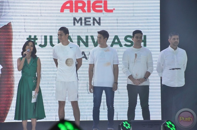 In a fashion show, celebrity men showed how detergent soap Ariel can clean the dirt off their clot