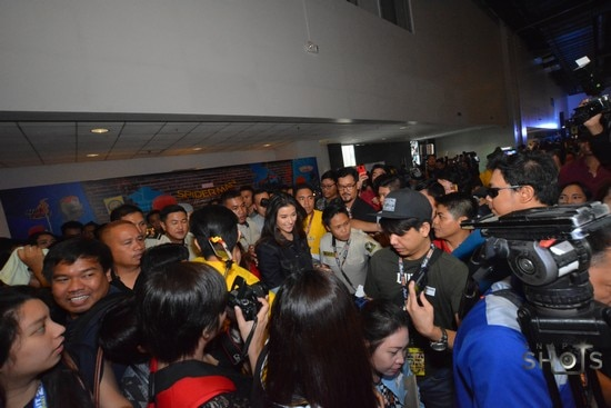Liza arrives at the event
