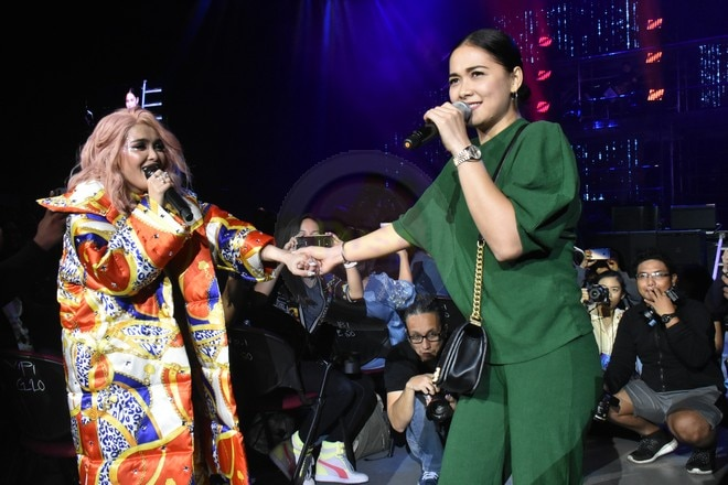 Aside from KZ's guests, she also sang with audience members Vice Ganda & Maja in her Supreme concert