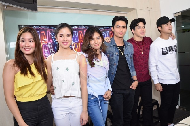 The cast of Walwal at their movie's blogcon
