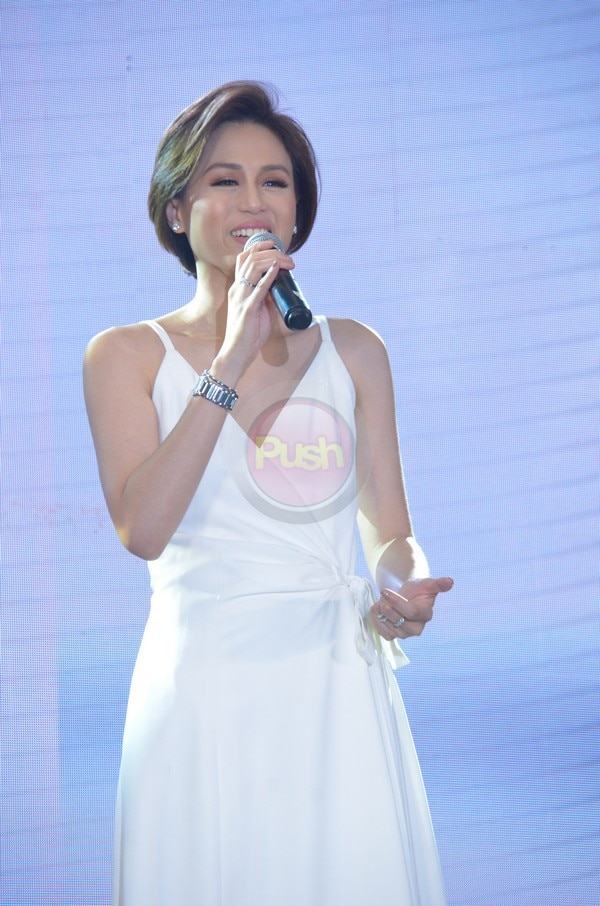 Toni Gonzaga looks glowing at the Perla Fashion Show.