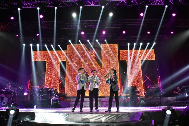 Indeed, the boys gave their best in their star-studded concert.