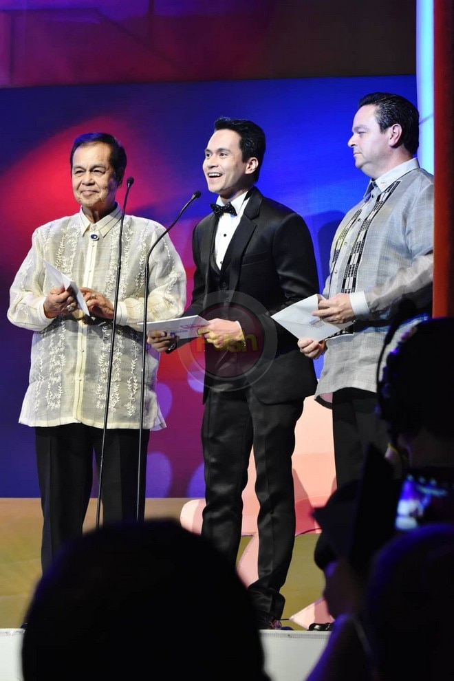 Check out all the celebrities present at the 2018 MMFF Gabi ng Parangal.