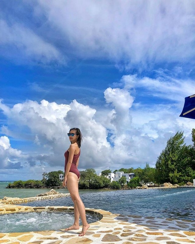 Kim Chiu looking great in a one-piece swimsuit at the Balesin Island Club